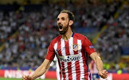 MILAN, ITALY - MAY 28:  Juanfran of Atletico Madrid celebrates his sides equalizing goal during the UEFA Champions League Final match between Real Madrid and Club Atletico de Madrid at Stadio Giuseppe Meazza on May 28, 2016 in Milan, Italy.  (Photo by Shaun Botterill/Getty Images)