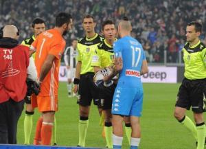 Buffon e Hamsik Napoli Juventus 16-17 Foto Napoli Twitter