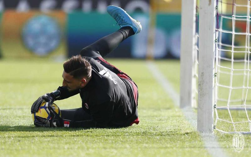 Donnarumma training Milan Twitter
