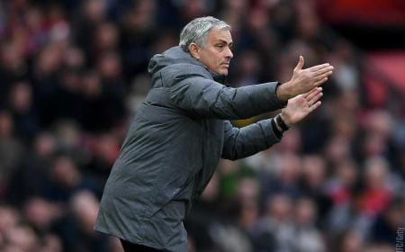 Mourinho in panchina Manchester United Twitter