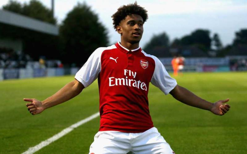 BOREHAMWOOD, ENGLAND - AUGUST 25: Reiss Nelson of Arsenal celebrates after scoring his sides first goal during the Premier League 2 match between Arsenal and Liverpool at Meadow Park on August 25, 2017 in Borehamwood, England.  (Photo by Alex Pantling/Getty Images)