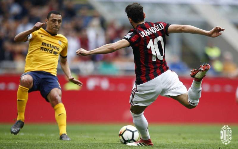 Calhanoglu vs Verona Foto Milan Twitter