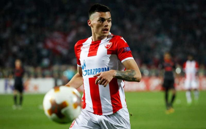 BELGRADE, SERBIA - OCTOBER 19: Nemanja Radonjic of Crvena Zvezda in action during the UEFA Europa League group H match between Crvena Zvezda and Arsenal FC at Rajko Mitic Stadium on October 19, 2017 in Belgrade, Serbia. (Photo by Srdjan Stevanovic/Getty Images)