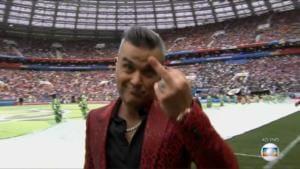 Robbie Williams dito medio Foto Ao Vivo