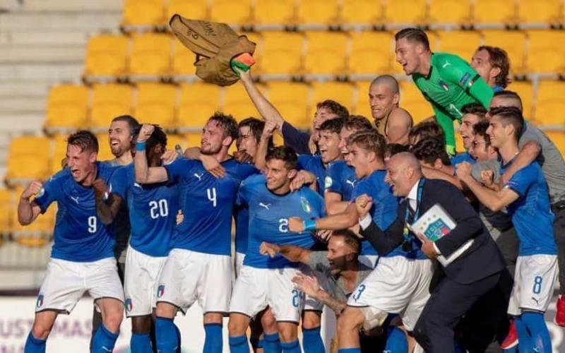 Italia Under 19 esultanza Foto vivoazzurro