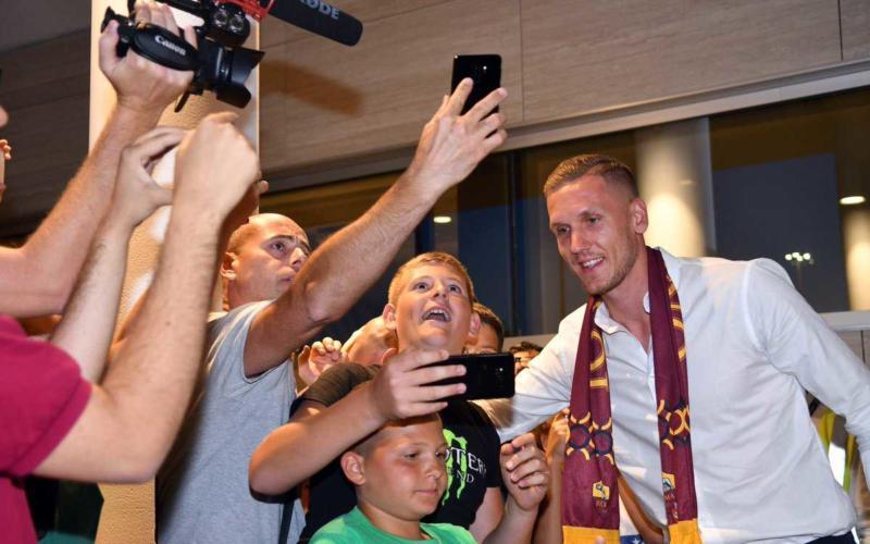 Olsen arrivo accoglienza tifosi Roma Twitter