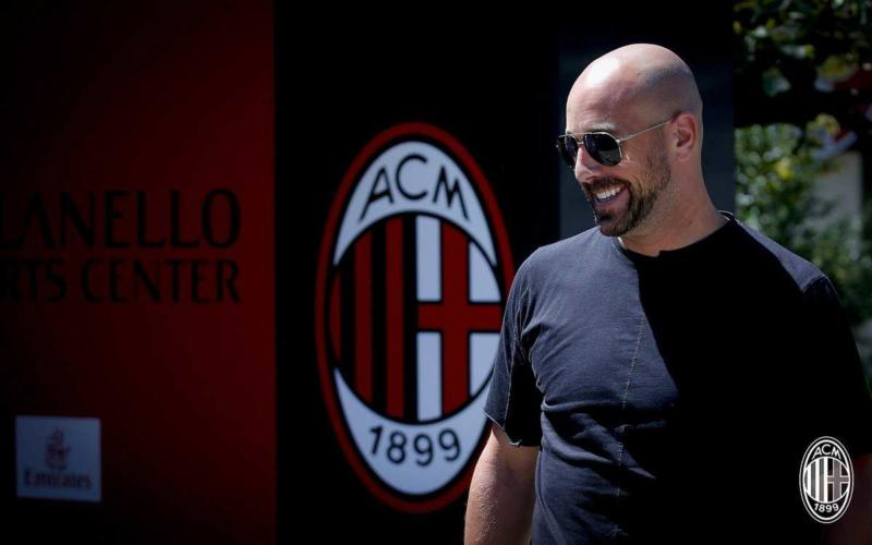 Reina arrivo Milan twitter