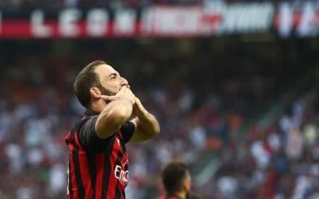 Higuain Twitter uff Milan