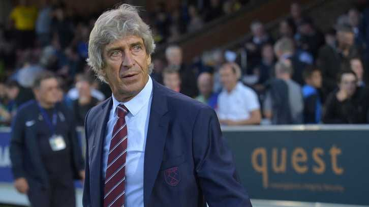 KINGSTON UPON THAMES, ENGLAND - AUGUST 28:  Manuel Pellegrini of West Ham United walks out onto the pitch prior to the Carabao Cup Second Round match between AFC Wimbledon and West Ham United at The Cherry Red Records Stadium on August 28, 2018 in Kingston upon Thames, England.  (Photo by Arfa Griffiths/West Ham United via Getty Images)
