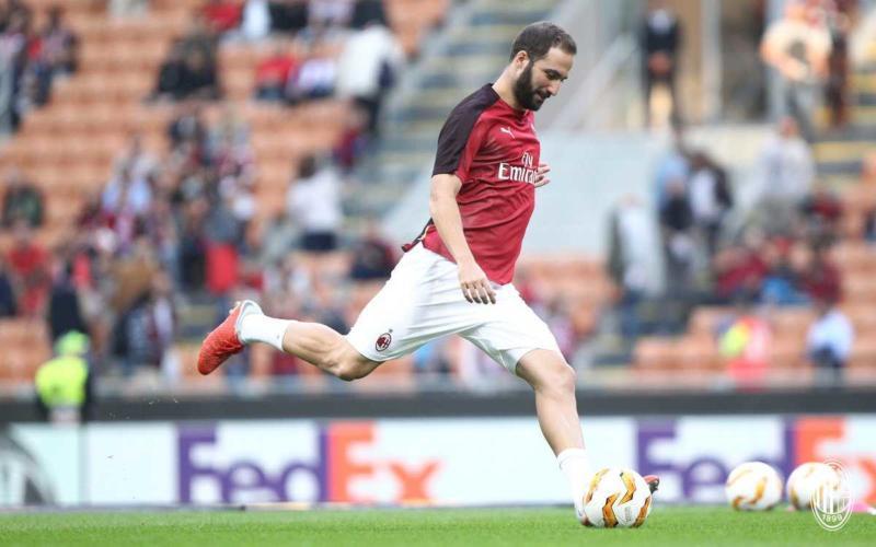 Higuain training Milan Twitter