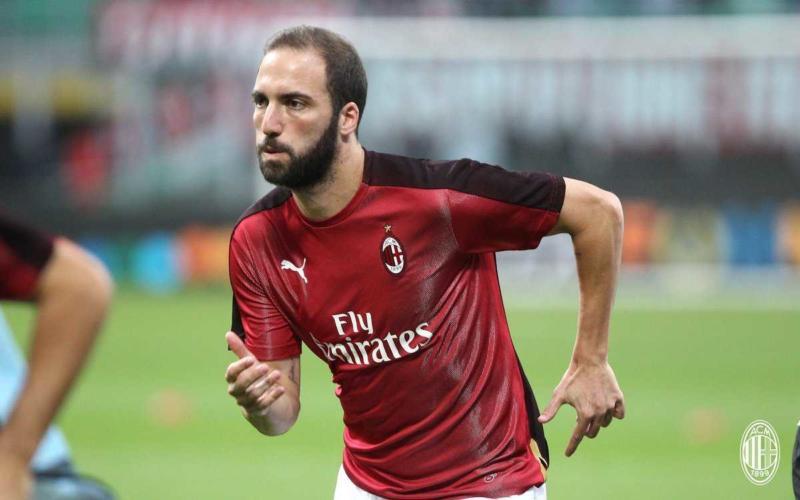 Higuain training San Siro Milan Twitter