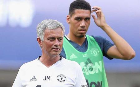 Smalling e Mourinho Manchester United Foto Daily Star
