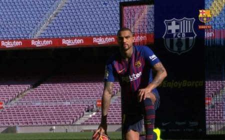 Boateng presentazione in campo Barcellona TV