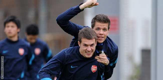 Szczesny- Ramsey FOTO sidomi.com