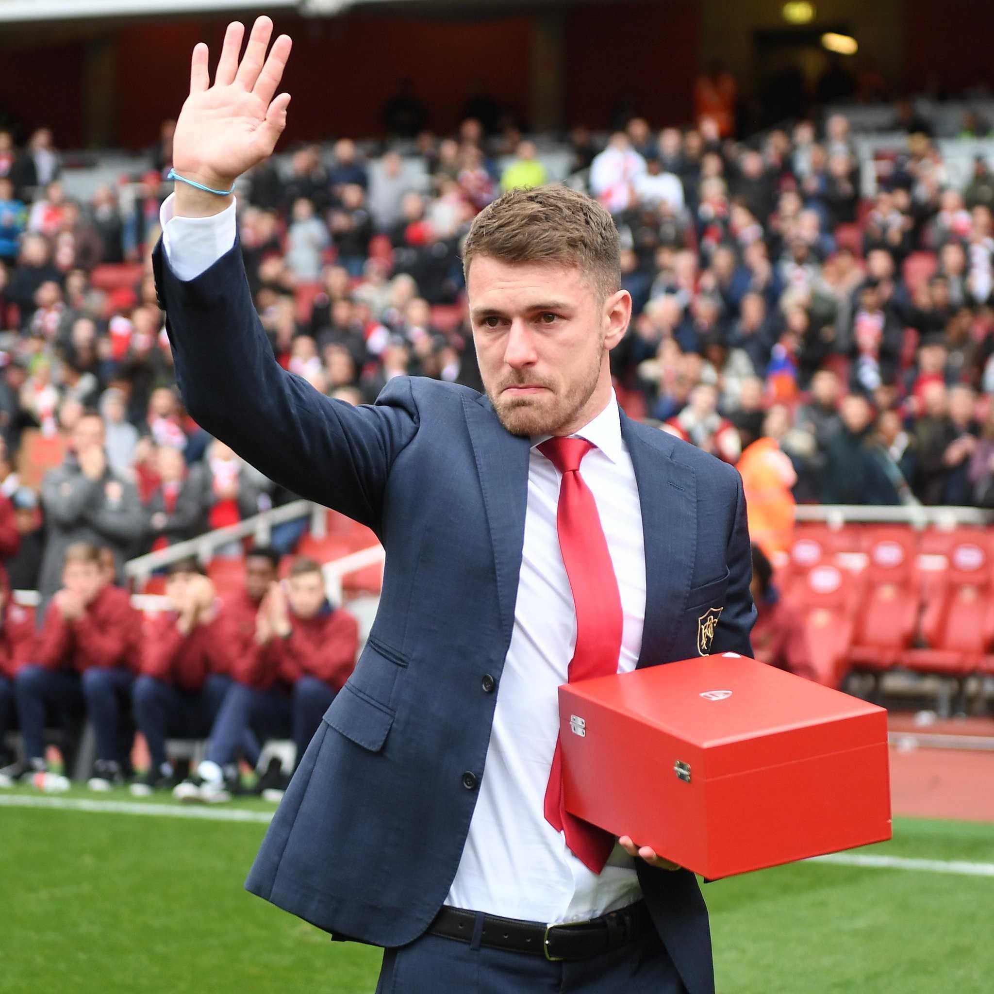 Arsenal, Ramsey saluta in lacrime l'Emirates ei propri tifosi