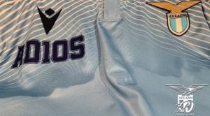 Morte Maradona, la Lazio omaggia Diego con una maglia speciale