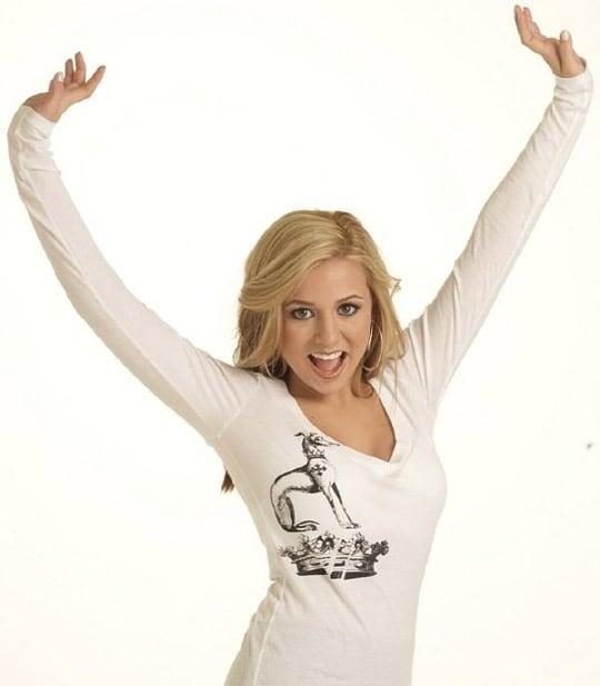 Ava Max irriconoscibile nelle foto del 2006, quando cantava con il nome di  'Amanda Kay' * Biccy.it