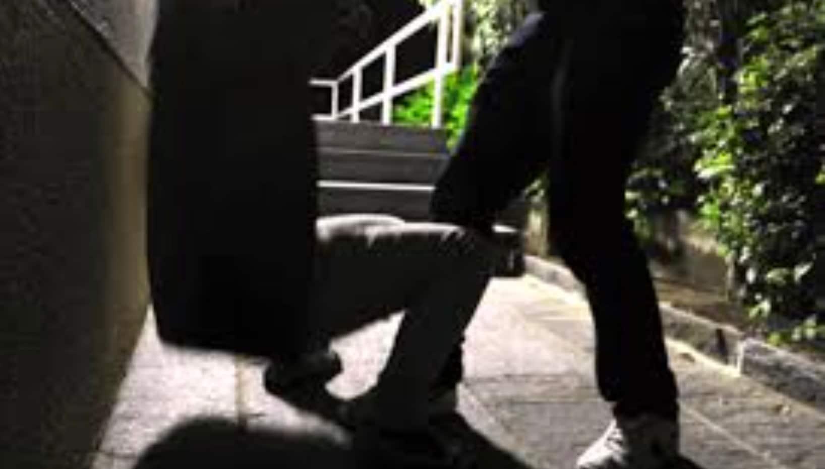 Torino, padre paga un criminale per spezzare le mani al figlio gay-fonte-biccy.it