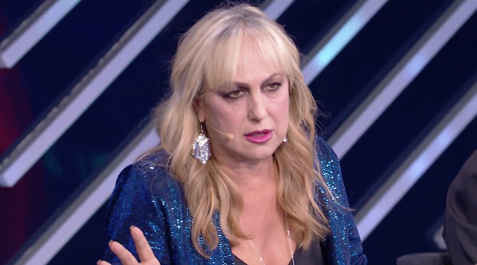 """Agata Reale svela perché porta una parrucca e attacca la Celentano: """"Voleva fare la velina e vende corsi online"""""""