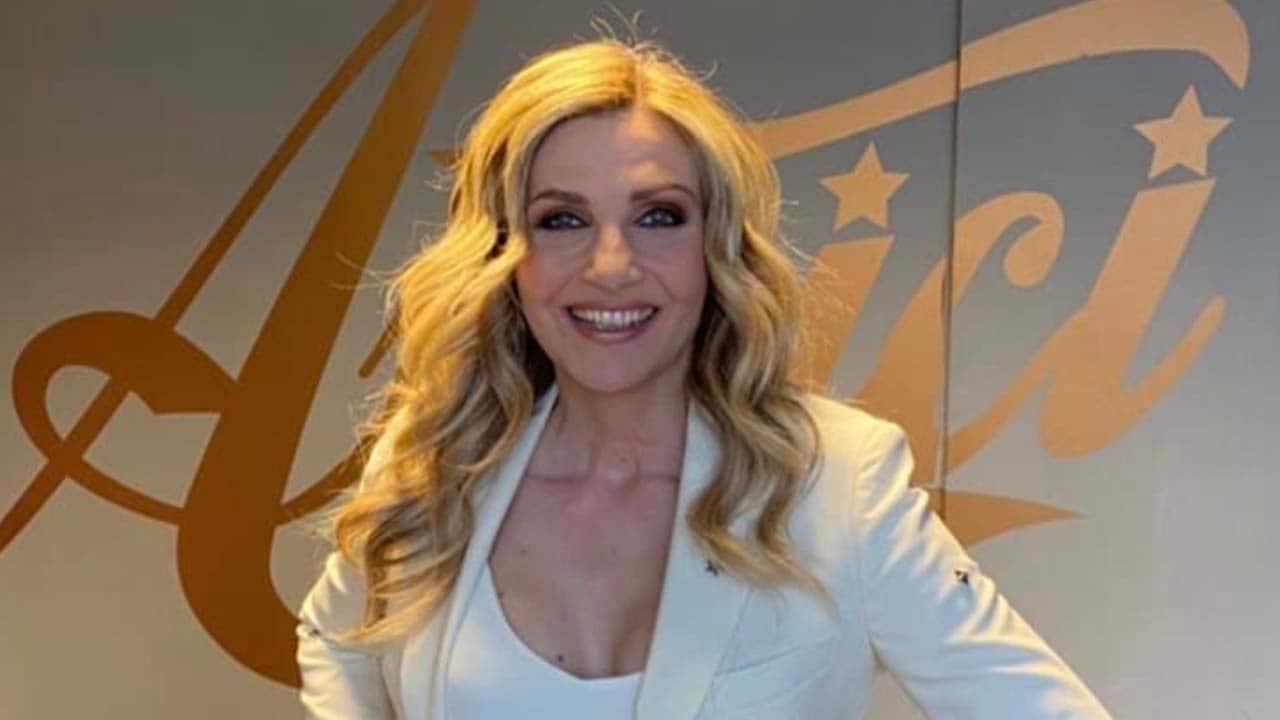 Lorella Cuccarini canto ad Amici