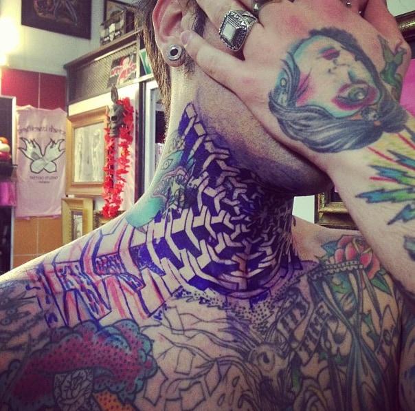 Fedez tatuaggio collo