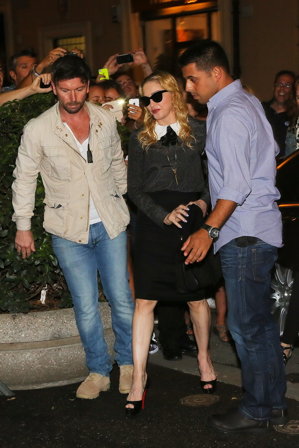 20130821-pictures-madonna-hard-candy-fitness-center-rome-02