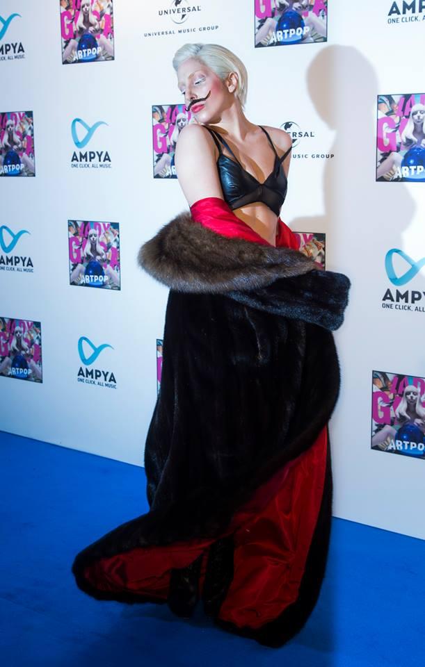 Lady Gaga Mustache Baffi (2)