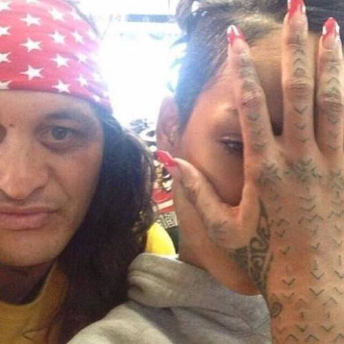 Rihanna tatuaggio mano