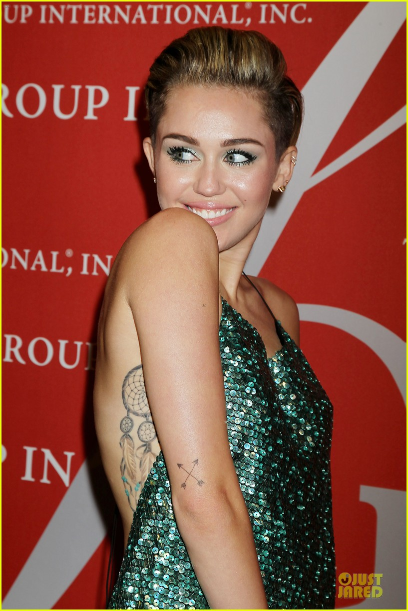miley-cyrus-dazzles-the-night-of-stars-gala-2013-04