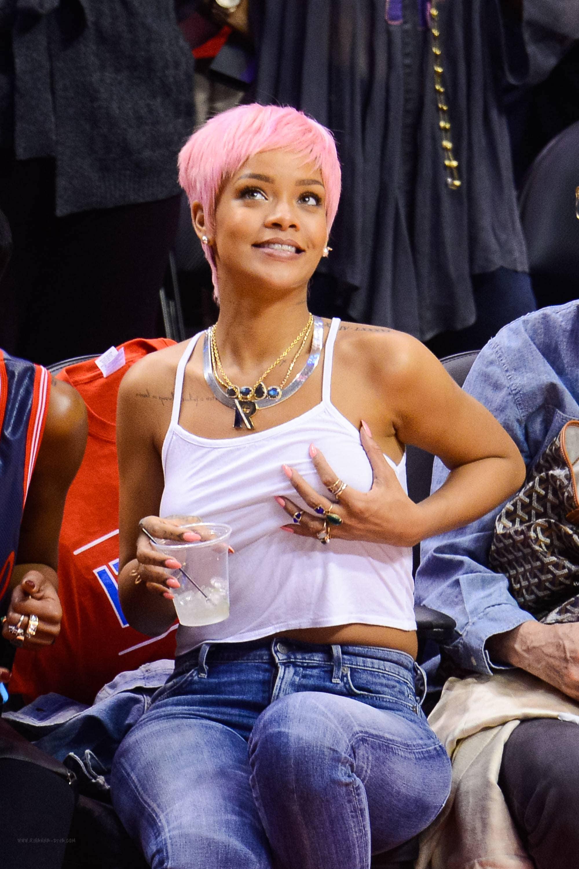 Rihanna capelli rosa 2