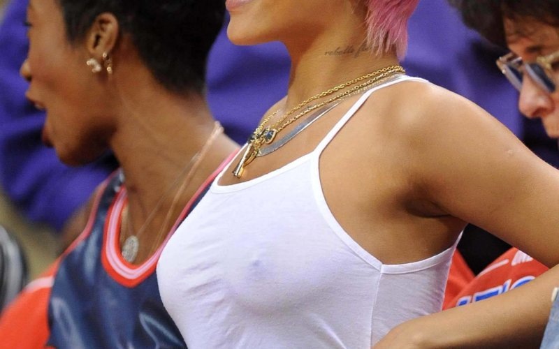 Rihanna capelli rosa