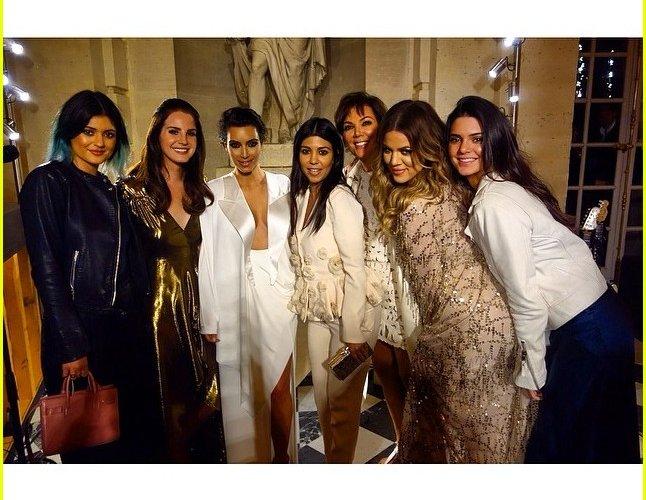 kim-kardashian-continues-kimye-wedding-celebration-with-lana-del-rey-performance04 (1)