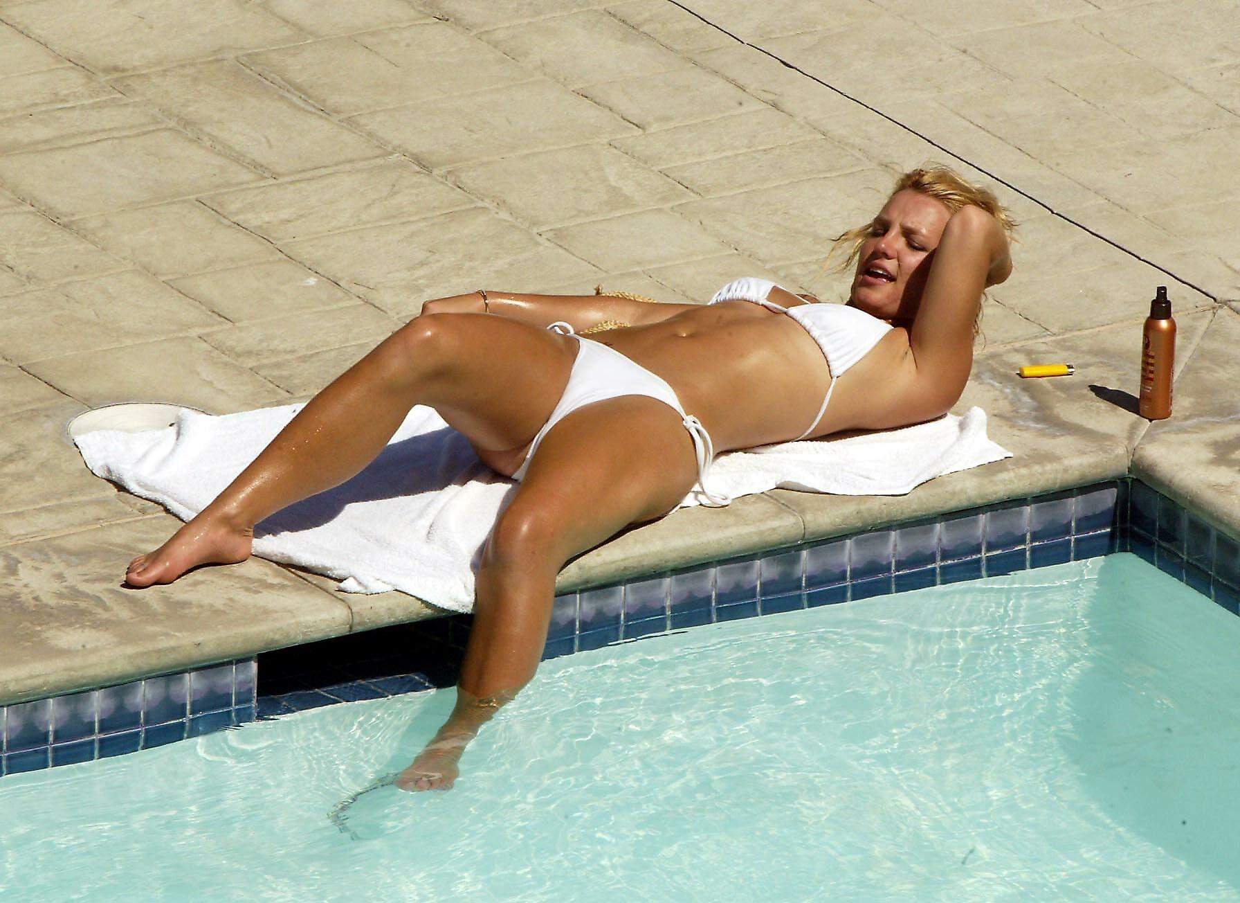 Pregnant Britney Spears Nude Beach Pics
