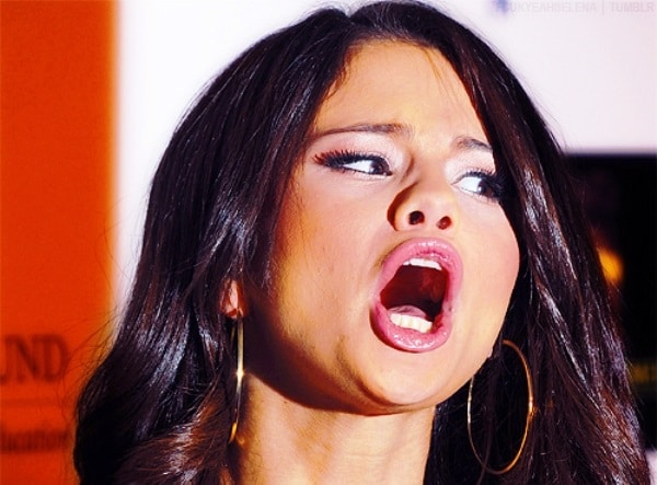 Selena-Gomez-Funny-Pictures-fun-with-lips-face-