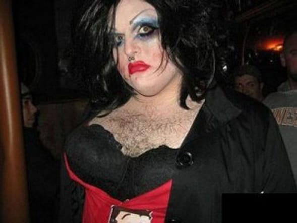 ugly drag queen maschio travestito transessuali