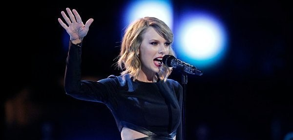 taylor-swift-performs-blank-space-on-the-voice