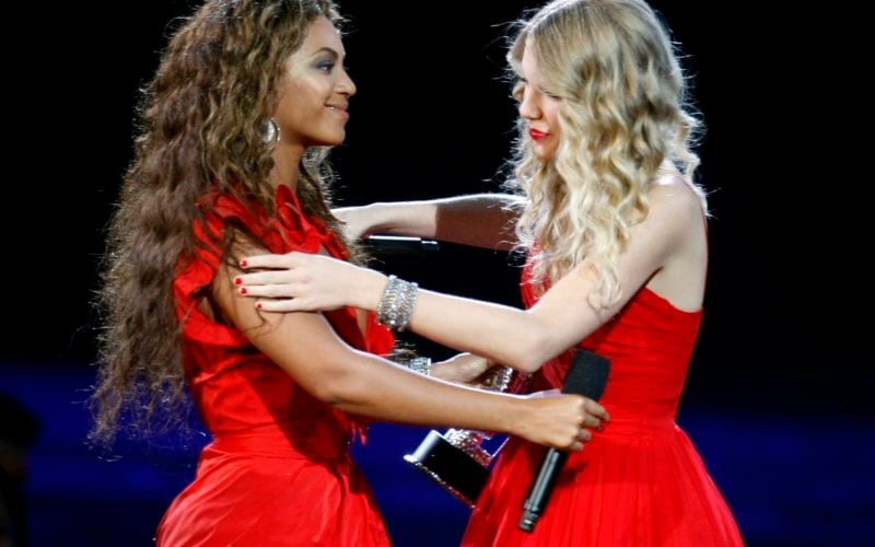 CMA-s-Beyonce-giving-Taylor-her-moment-taylor-swift-19695971-2200-1475