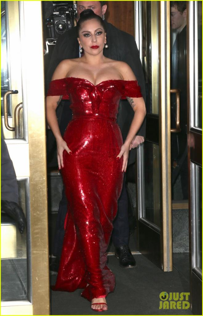 lady-gaga-jessica-rabbit-dress-02