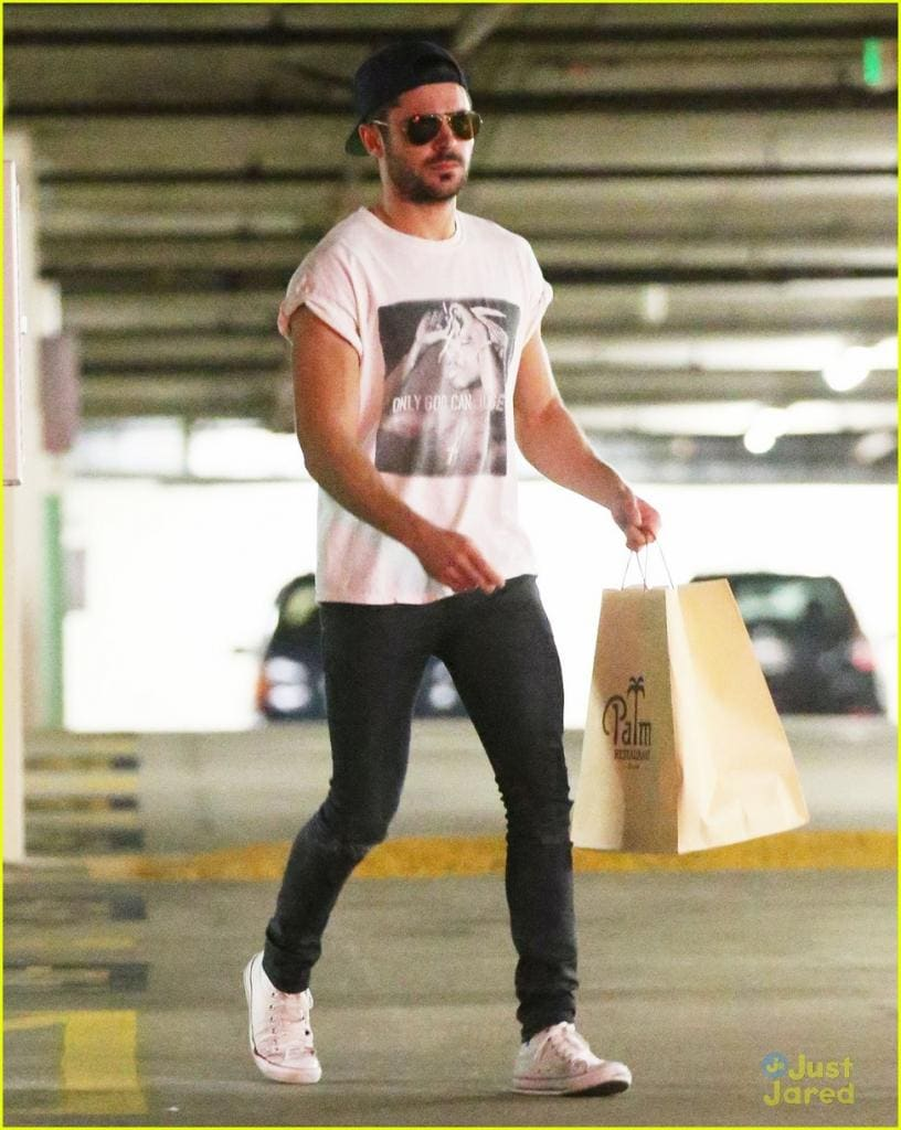 zac-efron-should-always-roll-up-his-shirt-sleeves-like-this-01