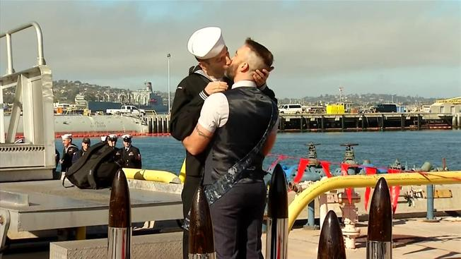 USSSF-first-kiss_1200x675_396514883723