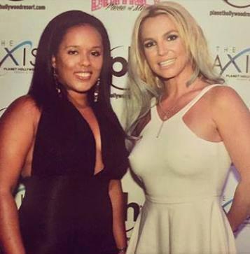 Britney-Spears-meet-greet-2.jpg4_.jpg