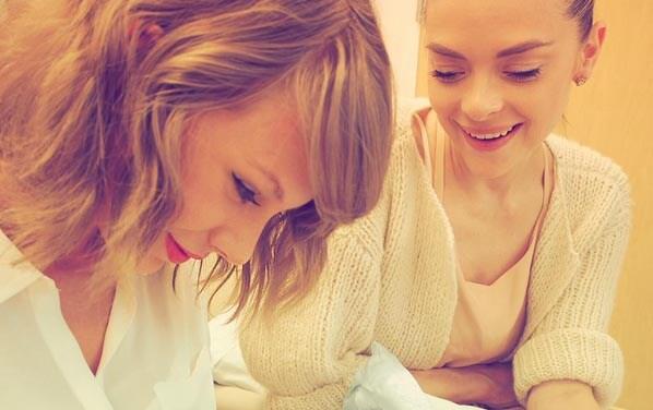 Taylor-Swift-Jaime-King-baby-shower