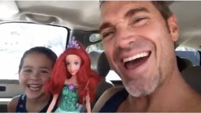 padre-gay-figlio-bambino-bambole-maschi