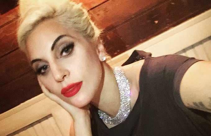 Lady-Gaga-coquette