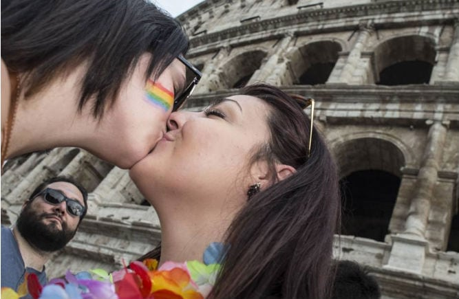 lesbiche-bacio