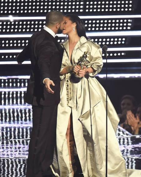 Drake Rihanna bacio