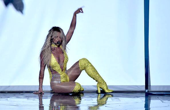 britney-live-vma-make-me-performance