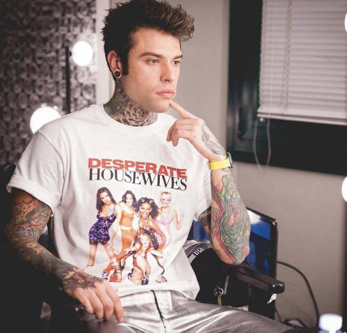 fedez-maglietta-spice-girls-desperate-housewives
