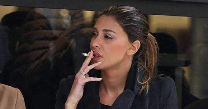 Belen Rodriguez Fuma Sigaretta