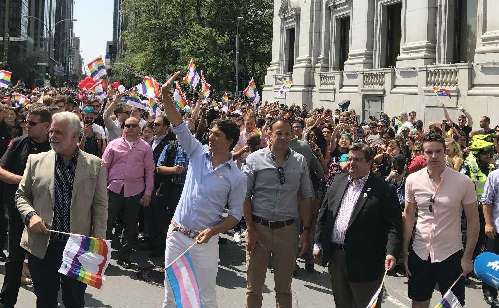 Justin Trudeau sfila al Gay Pride con il primo ministro irlandese e suo marito 2